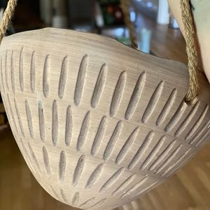 Jungalow Accents - Hanging Tan Planter